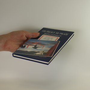 antikvární kniha Od školy se práší. Z deníku Leošky K. (s podpisem autorky), 1993